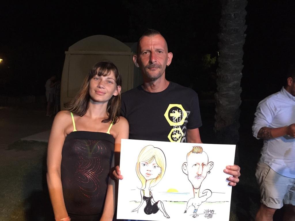 Avusturyalı çift karikatürden haz aldıkları belliydi