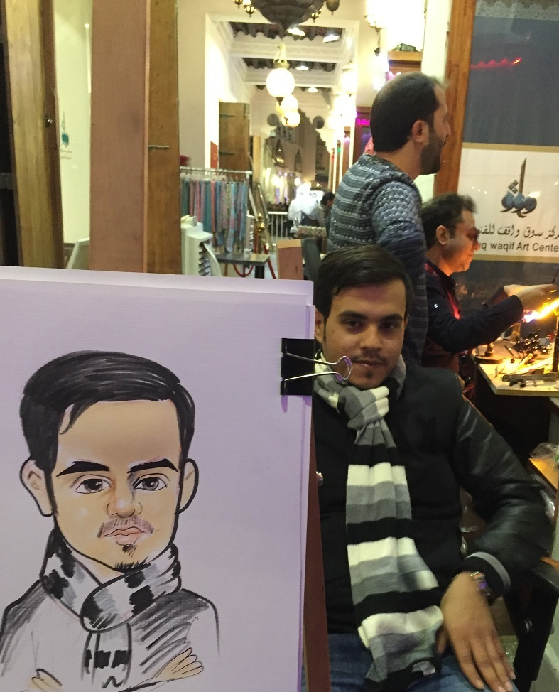 Suudi Arabistanlı genç Karikatürden büyük keyif aldı.