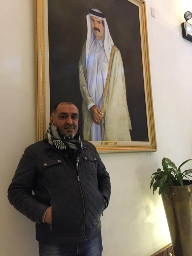 Sergi salonunda  ünlü bir ressamın yağlı boya eseri