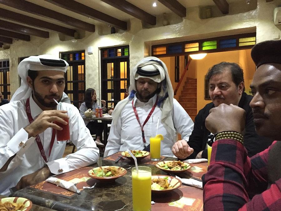 Sanat Merkezinin Müdürü Muhammed Al Salem ve görevli arkadaşları hemen hepsi sanatçılardan oluşuyor.