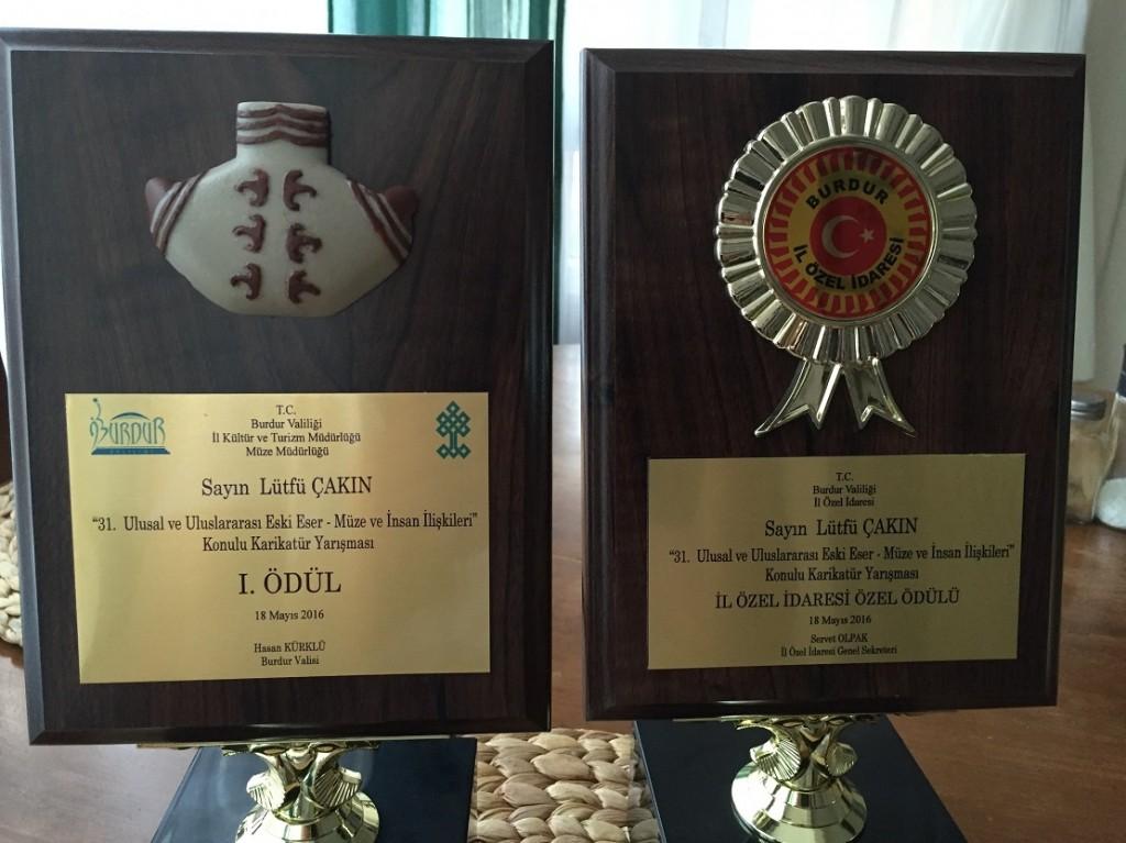 iki ödül plaketi