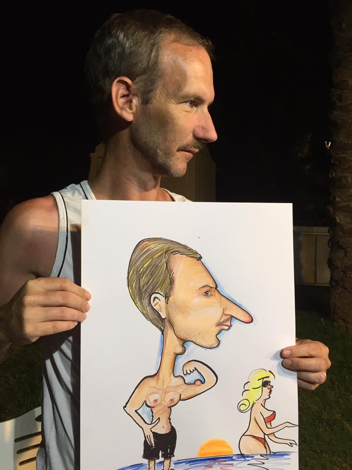 profilden karikatür bazen çok iyi oluyor önemli olan hatların belirgin olmasıdır.