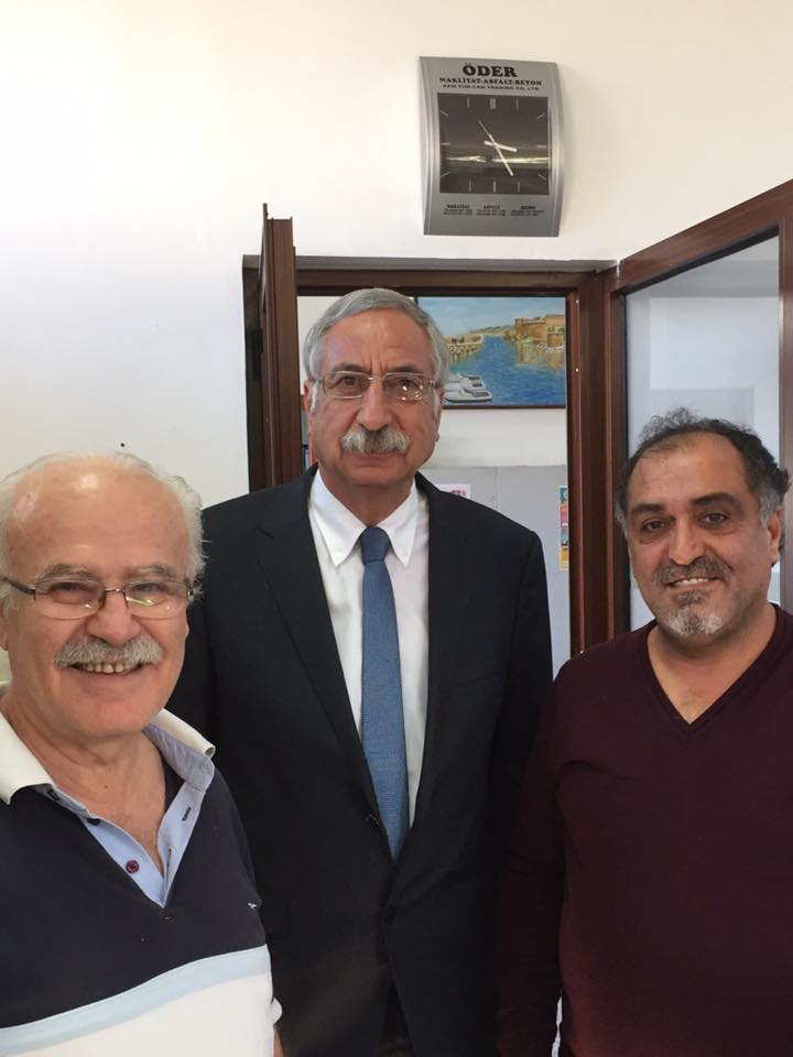 Musa Kayra Kıbrıs Karikatürcüler Derneği  Girne Belediye Başkanı Nihai Güngördü  Lütfü Çakın
