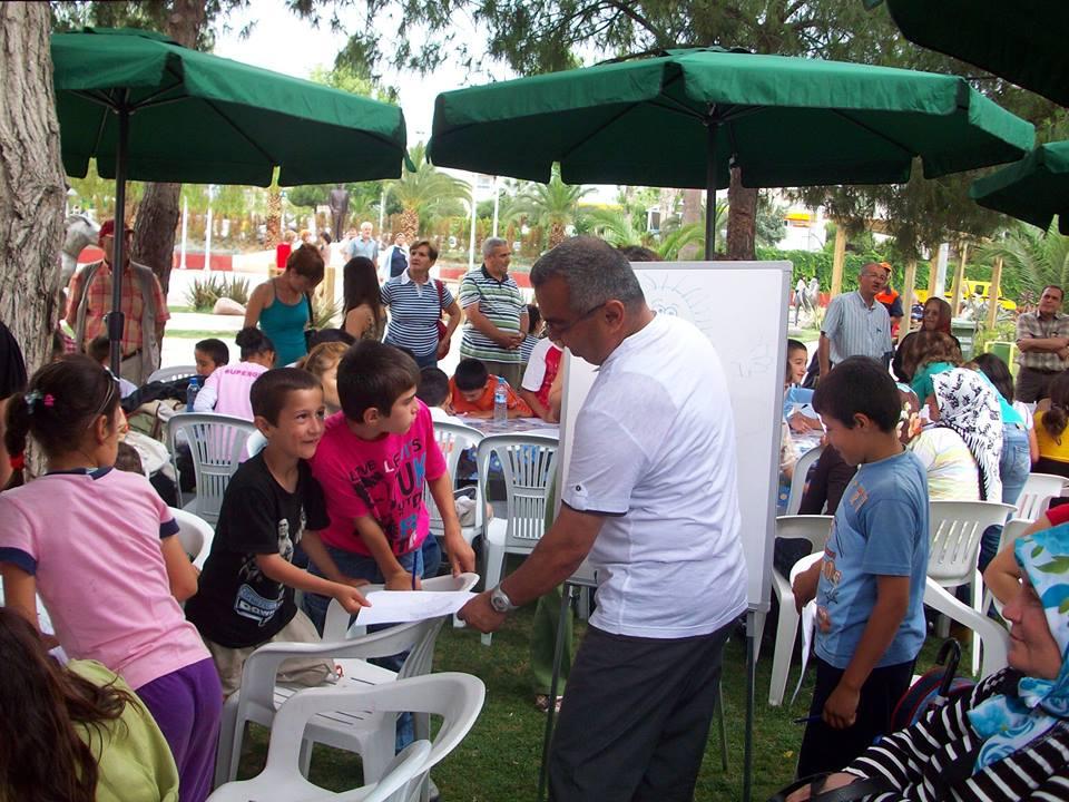 Açık havada parklarda okul bahçelerinde ders ortamı hazır